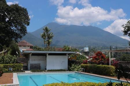 Villa Wibowo Puncak Bogor, Private Pool,For Family