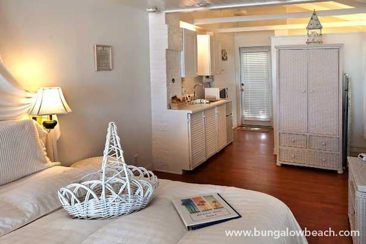Bungalow Beach Resort: The Hibiscus