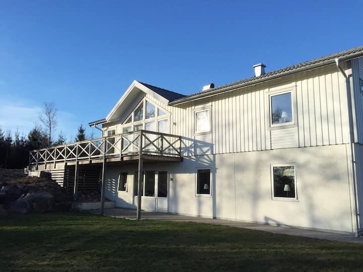 Modern villa i naturnära läge 30 min fr Göteborg