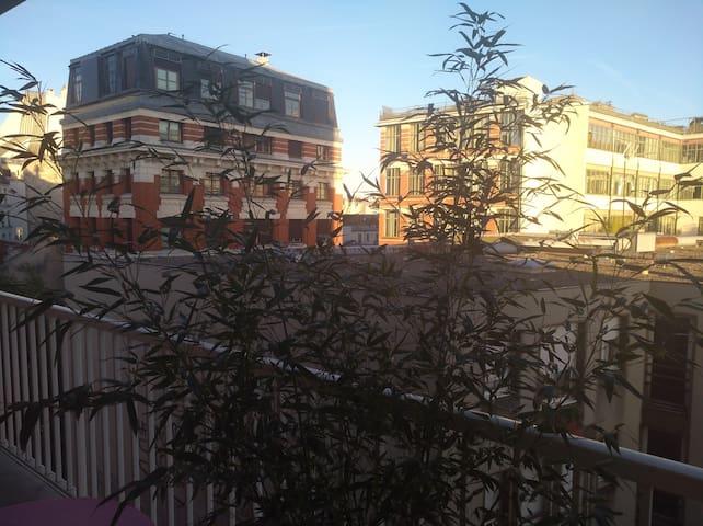Studio lumineux avec balcon au coeur de Belleville