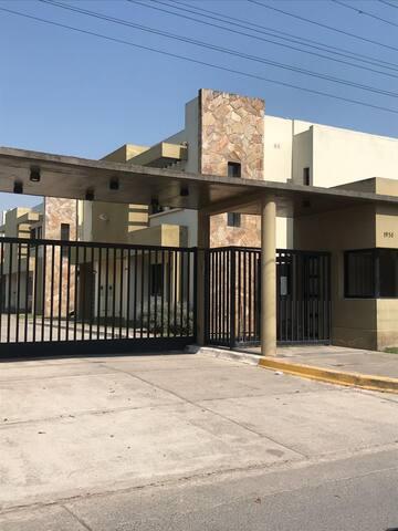 Duplex en Barrio Privado Yerba Buena