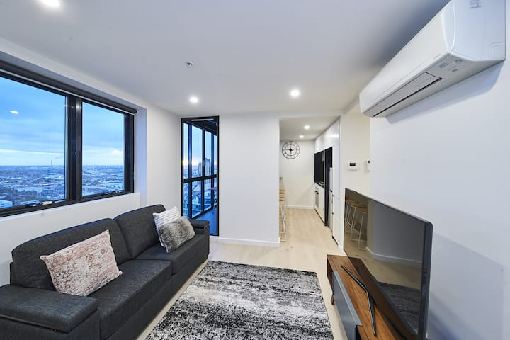 2 Bedroom Southbank apartment near Crown, and Convention Centre with Great Views, Wifi, Netflix