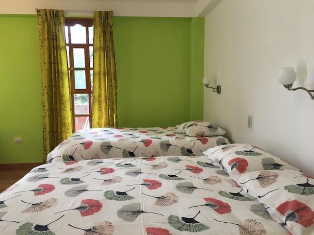 Yucay Lodge - Peaceful Green Room