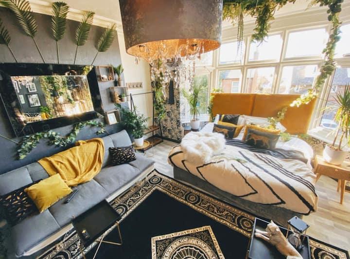 🌴The Jungle Suite @ Hotel Lush Canterbury🌴