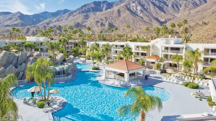 2 bedroom Palm Springs sleeps 6 people Resort unit