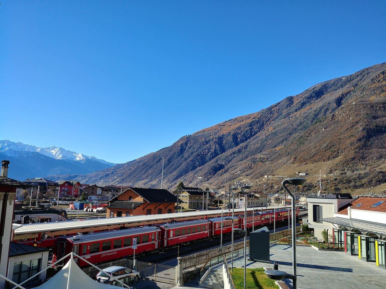 Vista del Bernina Express dalla Casa vacanze Panorama