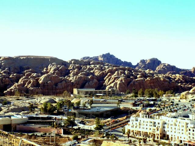 Desert Views: Private Residence/Tour Option