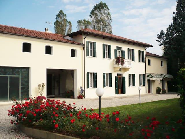 Casa Alice - Red Apartment in Vigonza Padova