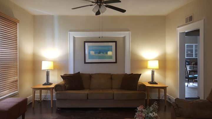 Backpacker Oasis - spacious room near Downtown