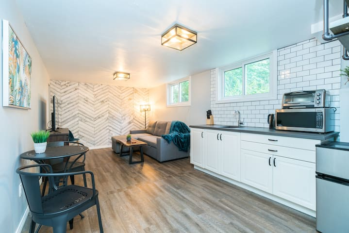 Updated Suite close to UWO w/ Easy Downtown Access