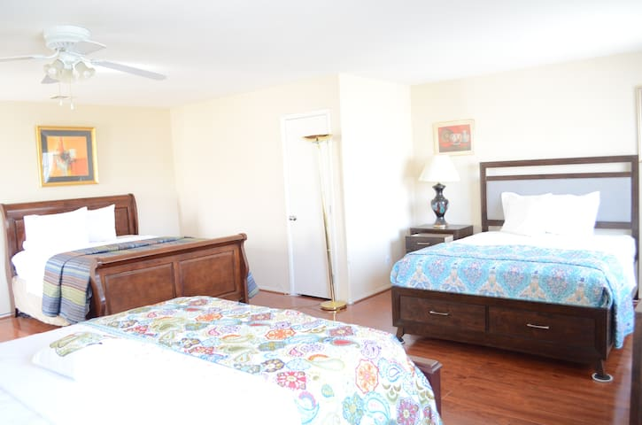 Casita INN -POOL/WIFI/TV/PARKING - Las Vegas - Hus