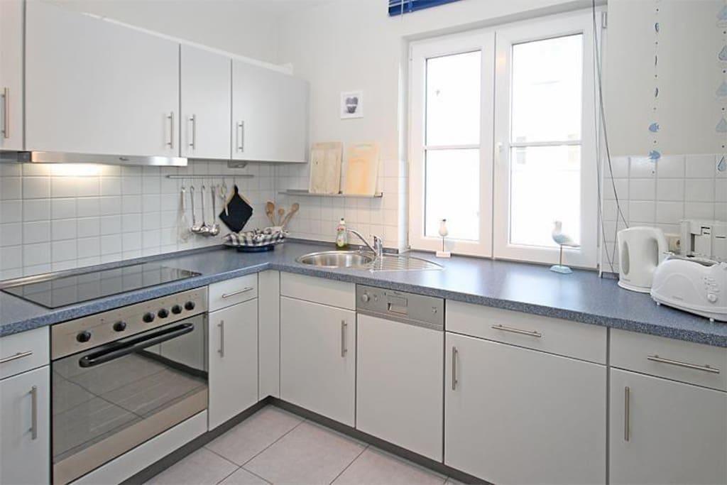 Die separate, voll ausgestattete Küche - hier macht das Kochen mit Ausblick ins Grüne Spaß!