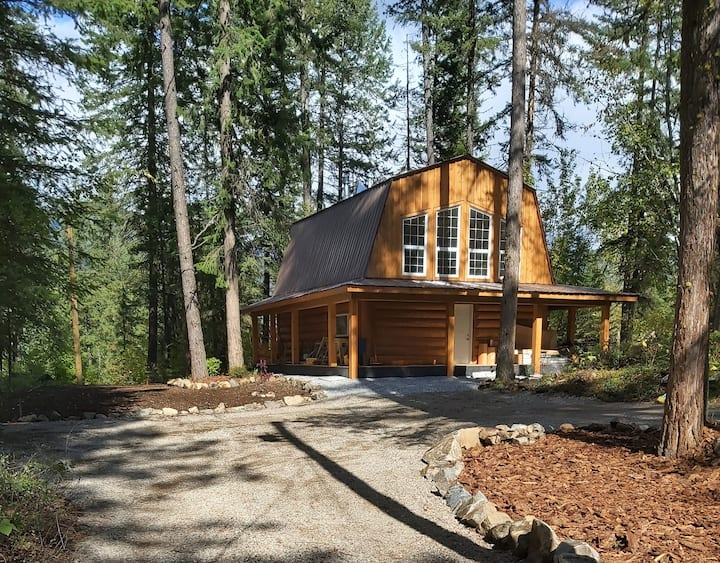 Private Brand New Log Home 10mins from Nelson