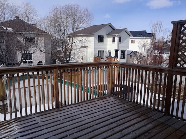 Calgary Private 2-Bedroom Home, Cozy and Clean