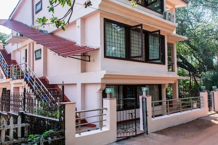 Glass Villa surrounded by Banyan trees/ greens - Candolim - Willa