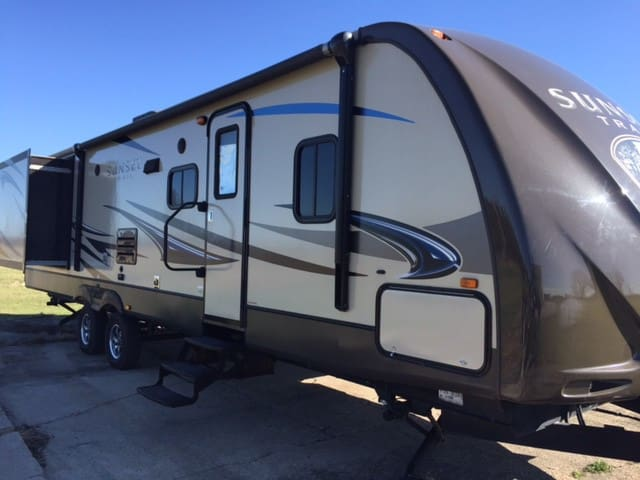 Modern 33' Travel Trailer near Indiana Beach - Monticello - Camper