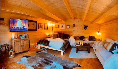 Beautiful Log Cabin with eco loo set in woodland.