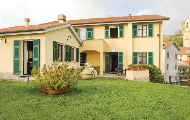 Semi-Detached with 2 bedrooms on 70 m² in Calice al Cornoviglio
