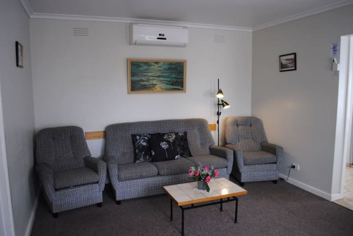 Killara Holiday Flat 5