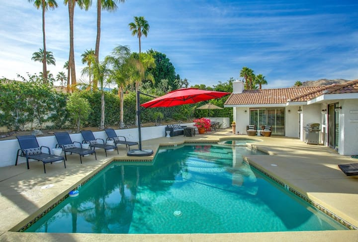 Serene, dog-friendly home w/ private pool, spa & grill - close to El Paseo!