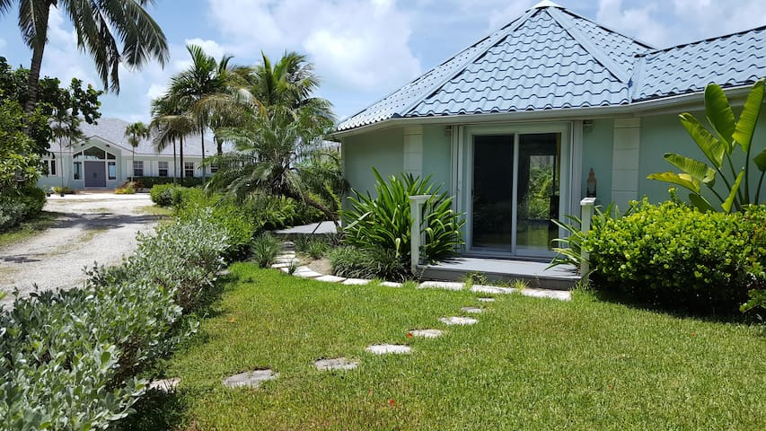Affordable Private and Safe Cottage at the Beach !