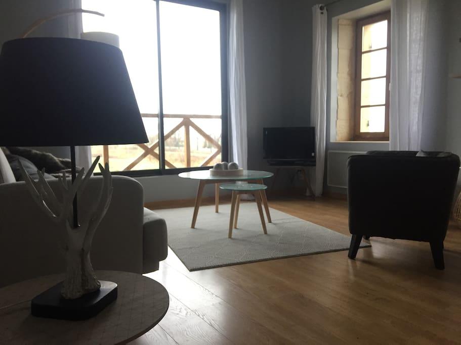 """Gîte """"La Chouette"""" pour 4 personnes, 2 chambres.  Salon avec une vue splendide sur les marais"""
