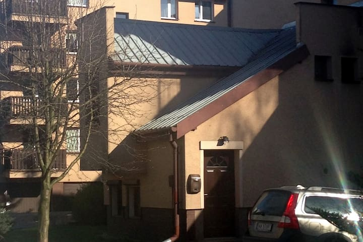 Mały dom z miejscem parkingowym - Warszawa - Domek parterowy
