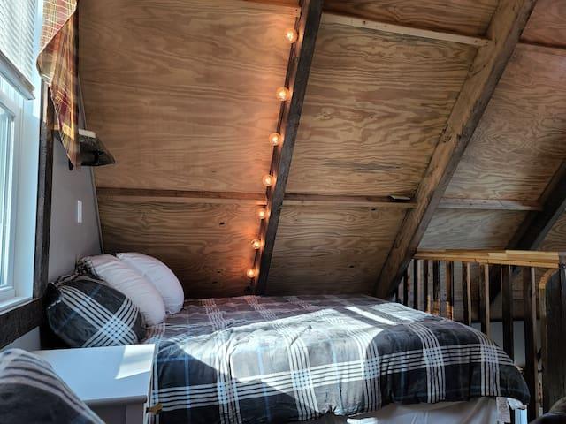 Loft has 2 full Queen beds