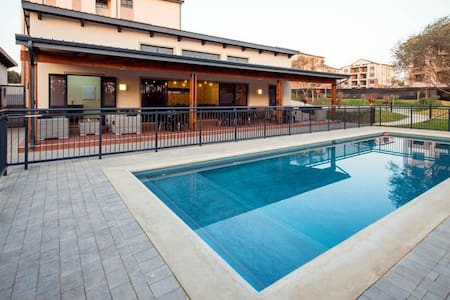 Modern and Luxurious Apartment & Rooms in Midrand