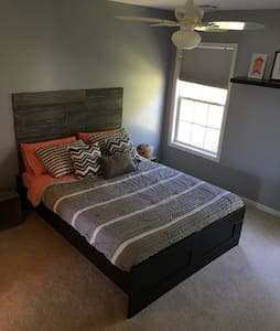 Private Bed and Bath in quiet area - Harrisburg