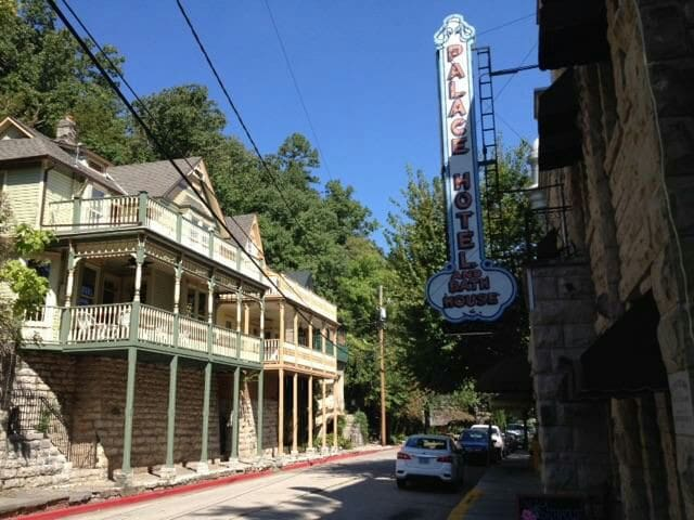 The  historic 'Palace Overlook' - Eureka Springs - Σπίτι