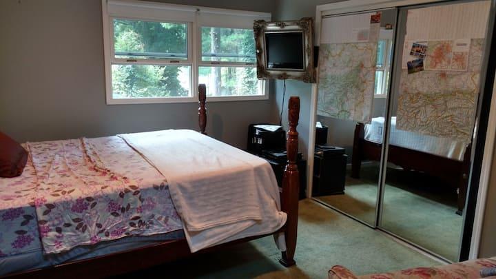 Queen room on 2nd floor of Historic West Side home