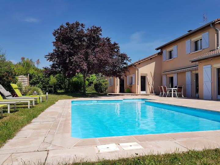 2 Chambres avec lit double dans villa avec piscine