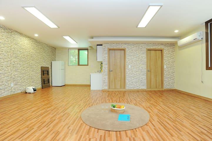 [가평]자유시간펜션 25평 가을(단체룸/기준15인~최대25인) - Oeseo-myeon, Gapyeong-gun - Pension (Korea)