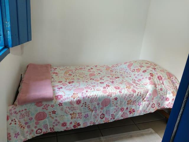Quarto cama de solteiro