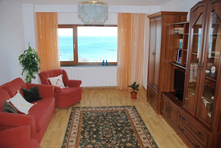 Downtown and front-facing the beach - Constanța - Apartment