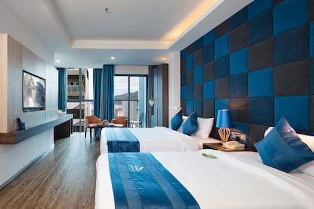 Decorated in warm yellow and beige colours, this modern room is fitted with a private balcony and floor-to-ceiling glazed window overlooking Nha Trang City.