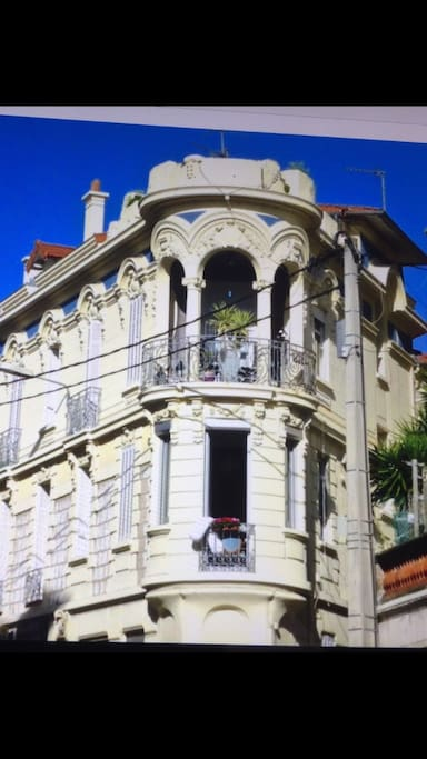 Beautifull old style building in center of cannes