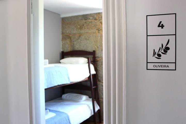 Hostel Casa do Pinheiro - Quarto Oliveira - Lagares