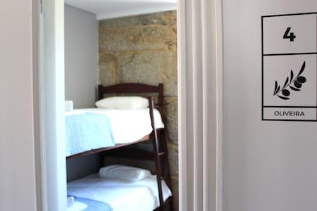 Hostel Casa do Pinheiro - Quarto Oliveira - Lagares - Hostel