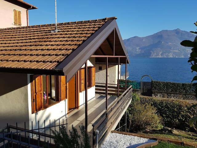 Studio with garden, lakefront unique position