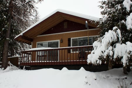 Priest Lake Cozy Cabin with Modern Amenities - Priest River - Cabana