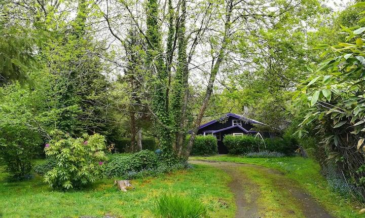 Amplia cabaña en lindo parque a 5 min del centro.