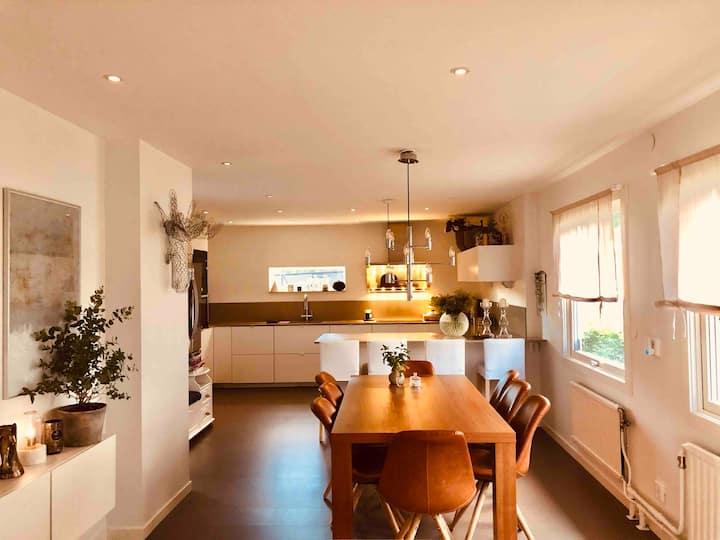 Modern & spacious, warm & welcoming home