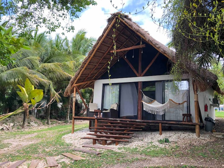 Private Tropical bungalow, front lagoon + kayak