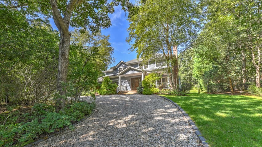NEW LISTING: PRIVATE HAMPTON HOME WITH CHIC STYLE, ALL-WEATHER TENNIS COURT