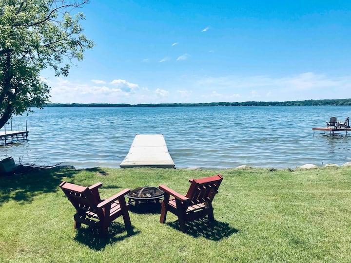 Beautiful waterfront cottage getaway