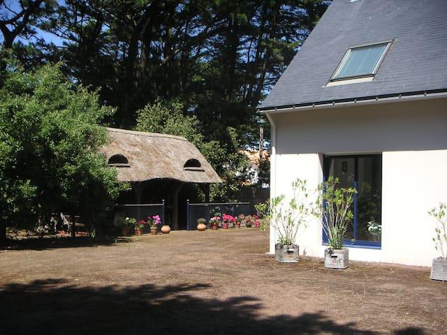 Maison moderne pleine de charme près de la mer - Mesquer - Huis