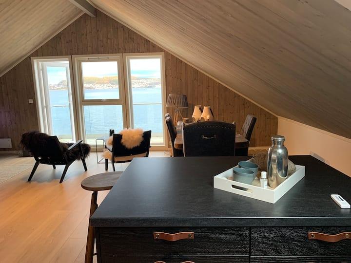 Sandvik Brygge . Tett på havet og utsikt Ålesund