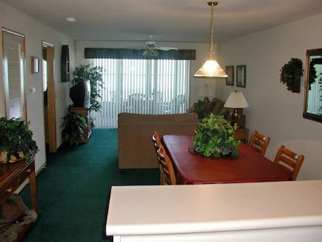 Walk-in Condo 2 Bed/2 Bath, WiFi, Pool, Keyless - Hollister - Condominium